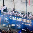 Descente des joueurs de l'équipe de France de football sur l'avenue des Champs-Elysées au lendemain de leur victoire de la Coupe du Monde 2018 en Russie. Le 16 juillet 2018