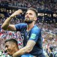 Presnel Kimpembe et Olivier Giroud - Finale de la Coupe du Monde de Football 2018 en Russie à Moscou, opposant la France à la Croatie (4-2). Le 15 juillet 2018 © Moreau-Perusseau / Bestimage