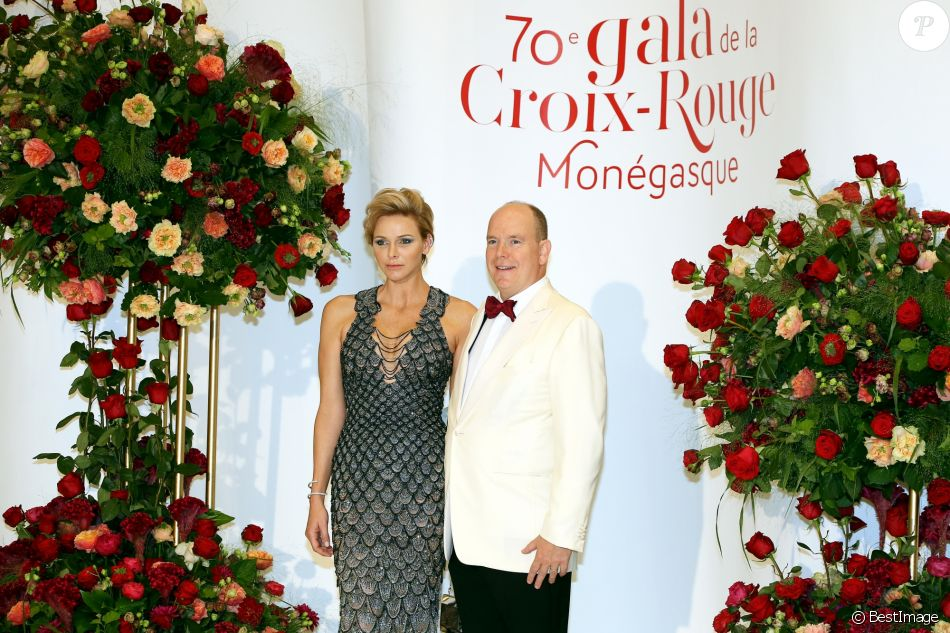 Le prince Albert II de Monaco et la princesse Charlene de Monaco arrivent à la 70ème édition du gala de la Croix Rouge monegasque à Monaco le 27 juillet 2018. © Dominique Jacovides/Bestimage