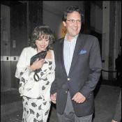 Joan Collins : la star de Dynastie 76 ans... rajeunit un peu aux côtés de son mari !