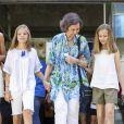 La reine Letizia d'Espagne, ses filles la princesse Leonor et l'infante Sofia, ainsi que la reine Sofia se sont promenées ensemble au marché couvert de l'Olivar à Palma de Majorque le 31 juillet 2018, près de quatre mois après le scandale de la messe de Pâques dans lequel elles avaient été impliquées.