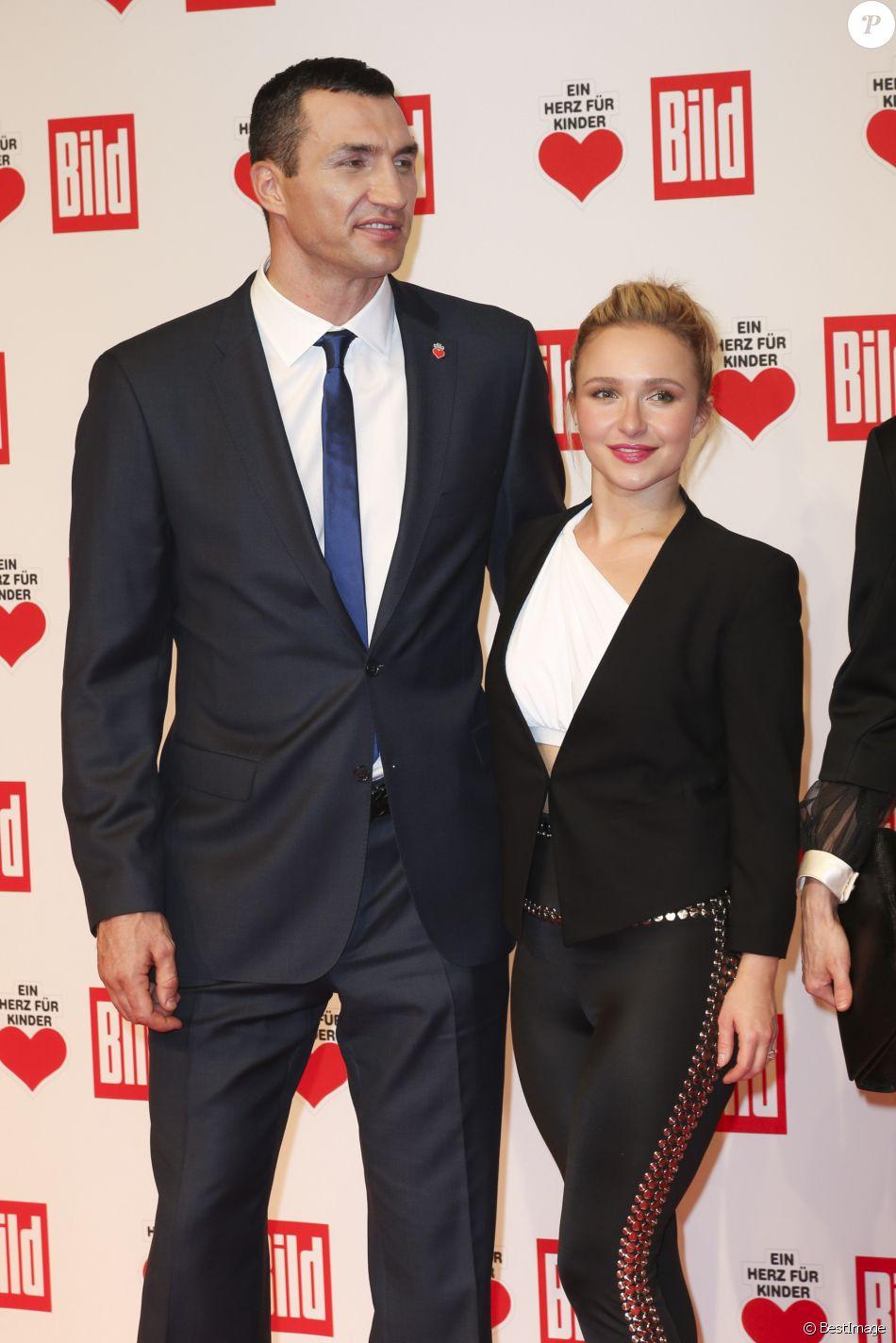"""Wladimir Klitschko et sa compagne Hayden Panettiere - Soirée """"Un coeur pour les enfants"""" à Berlin le 5 décembre 2015."""