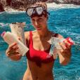 La belle Laury Thilleman dévastée par le nombre de détritus qu'elle retrouve en bord de mer, le 29 juillet 2018.