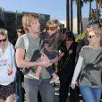 Kirsten Dunst, Kristen Bell et Ryan Hansen étaient venus samedi soutenir l'association Invisible Children à Santa Monica