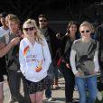 Kirsten Dunst et Kristen Bell, un joli duo venu pour soutenir l'association Invisible Children, accompagnées de Ryan Hansen !