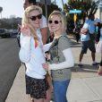 Kirsten et Kristen ont pris la pose pour soutenir l'association Invisible Children