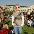 Kristen Bell, tout sourire pour soutenir les participants au rassemblement en faveur d'Invisible Children
