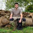 """Emeric,  pépiniériste apiculteur originaire de Bretagne et candidat de """"L'amour est dans le pré"""" 2018 (M6)."""