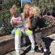 Tammy Hembrow et ses 2 enfants. Juillet 2018.