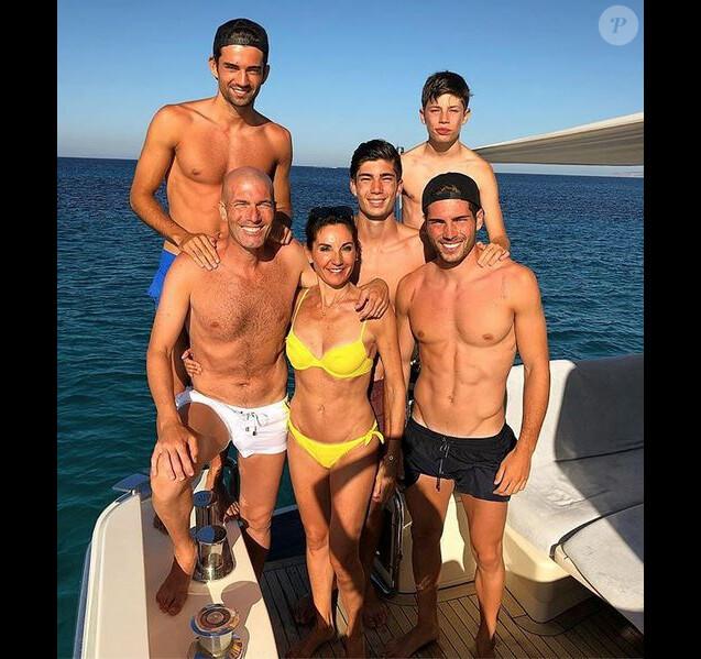 Zinédine, Véronique Zidane et leurs 4 enfants en vacances en Espagne. Juillet 2018.