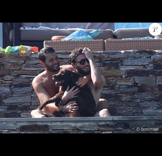 Exclusif - L'animateur Christophe Beaugrand et son mari Ghislain Gerin en vacances avec des amis et leur chienne Colby à Saint-Tropez le 31 juillet 2018.