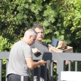 Exclusif - Ben Affleck se fait livrer de l'alcool et de la nourriture à son domicile de Brentwood, le 20 août 2018 For germany call for price Exclusive - Ben Affleck gets a delivery at his house. Perhaps Ben is getting ready for a night with his new girlfriend and playmate S. Sexton. 20th august 201820/08/2018 - Los Angeles