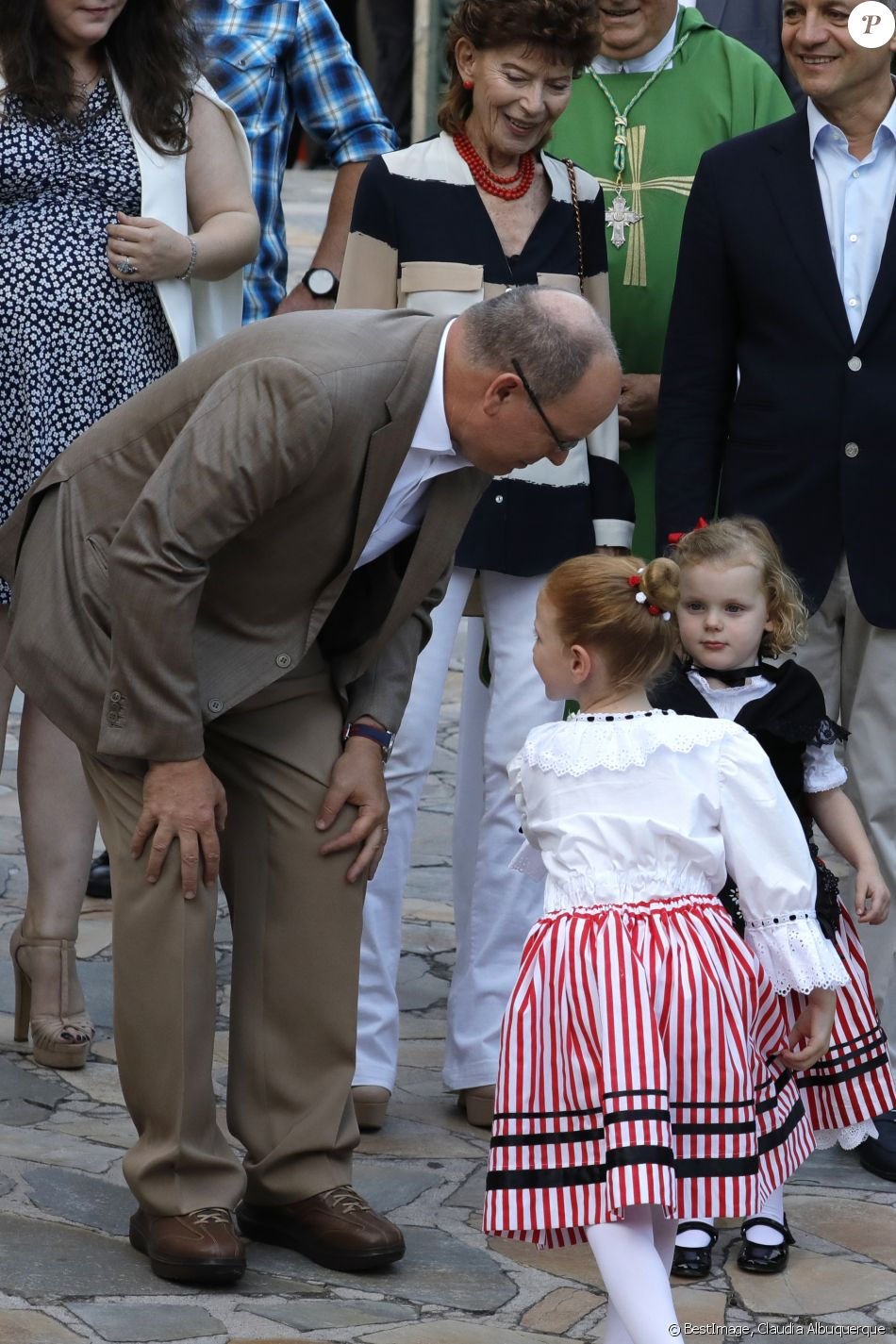 Alberto II y Charlene, Príncipes de Mónaco - Página 11 4280114-albert-ii-de-monaco-avec-la-princesse-ga-950x0-2