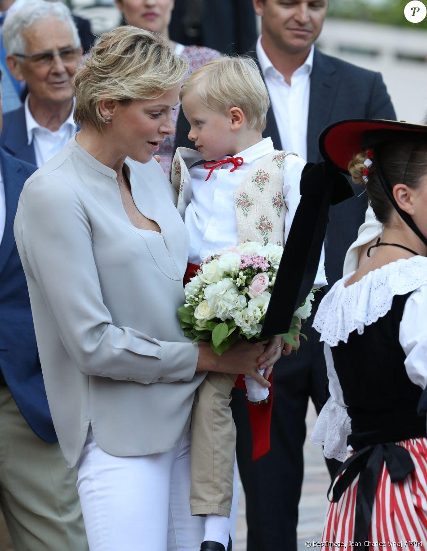 Alberto II y Charlene, Príncipes de Mónaco - Página 11 4280150-la-princesse-charlene-de-monaco-avec-le-950x0-2
