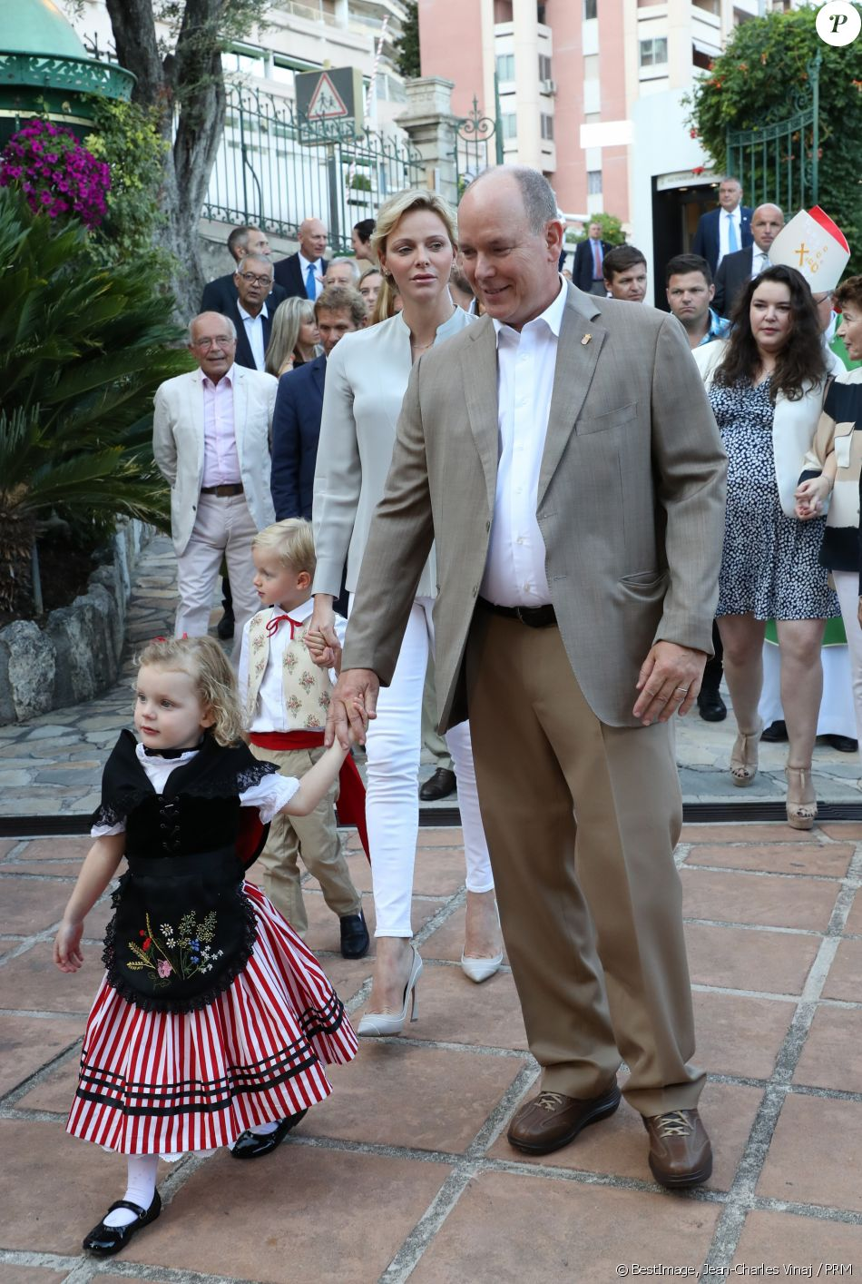 Alberto II y Charlene, Príncipes de Mónaco - Página 11 4280153-la-princesse-charlene-de-monaco-et-le-pr-950x0-2