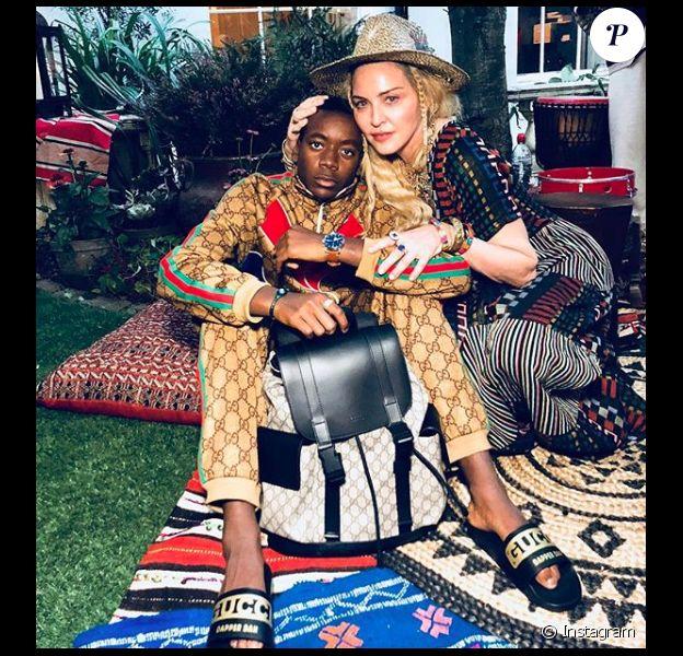 Madonna prend la pose avec son fils David qui fête ses 13 ans le 1er septembre 2018.