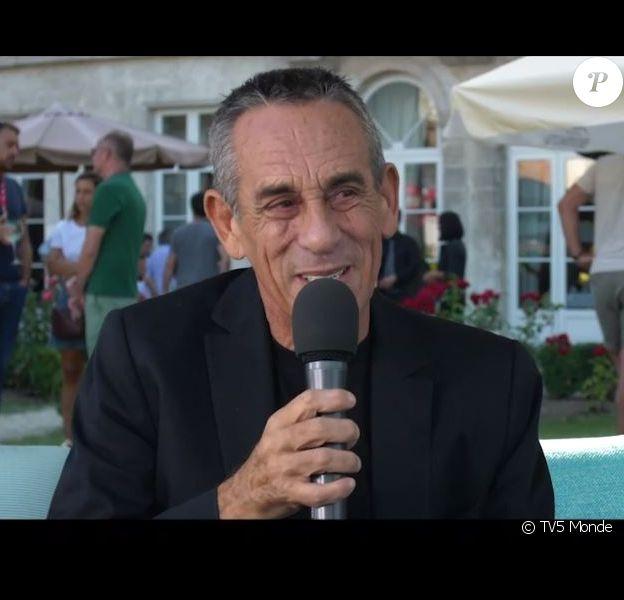 Thierry Ardisson répond à une interview pour TV5 Monde