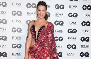 Kate Beckinsale, torride aux GQ Awards mais mal élevée ? un chanteur la dézingue
