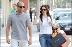 Le gros bras Jason Statham... shopping amoureux en journée... et dîner romantique la nuit tombée !