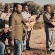 Chico & the Gypsies dans le clip Une autre histoire, reprise extraite de l'album Color 80's Vol.2 (sortie : le 26 août 2016). De gauche à droite : Joseph, Mounin, Chico, Rey, Kassaka, Babato et Tane.