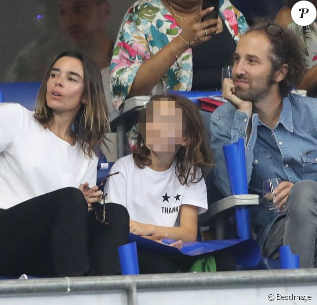 Élodie Bouchez, son mari Thomas Bangalter (groupe Daft Punk), leur fils Roxan et Alicia Aylies (Miss France 2017) dans les tribunes lors de la Ligue des nations opposant la France aux Pays-Bas, au Stade de France, à Saint-Denis, Seine Saint-Denis, France, le 9 septembre 2018. La France a gagné 2-1. © Cyril Moreau/Bestimage