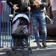 Hilary Duff et sa soeur Haylie Duff - Hilary Duff passe la journée au Farmer's Market avec son fils Luca à Studio City, le 17 décembre 2017.