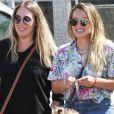 Haylie Duff avec sa fille Ryan Rosenberg et sa soeur Hilary Duff - Les soeurs Duff se promènent en famille au farmers market à Studio City, le 10 septembre 2017.