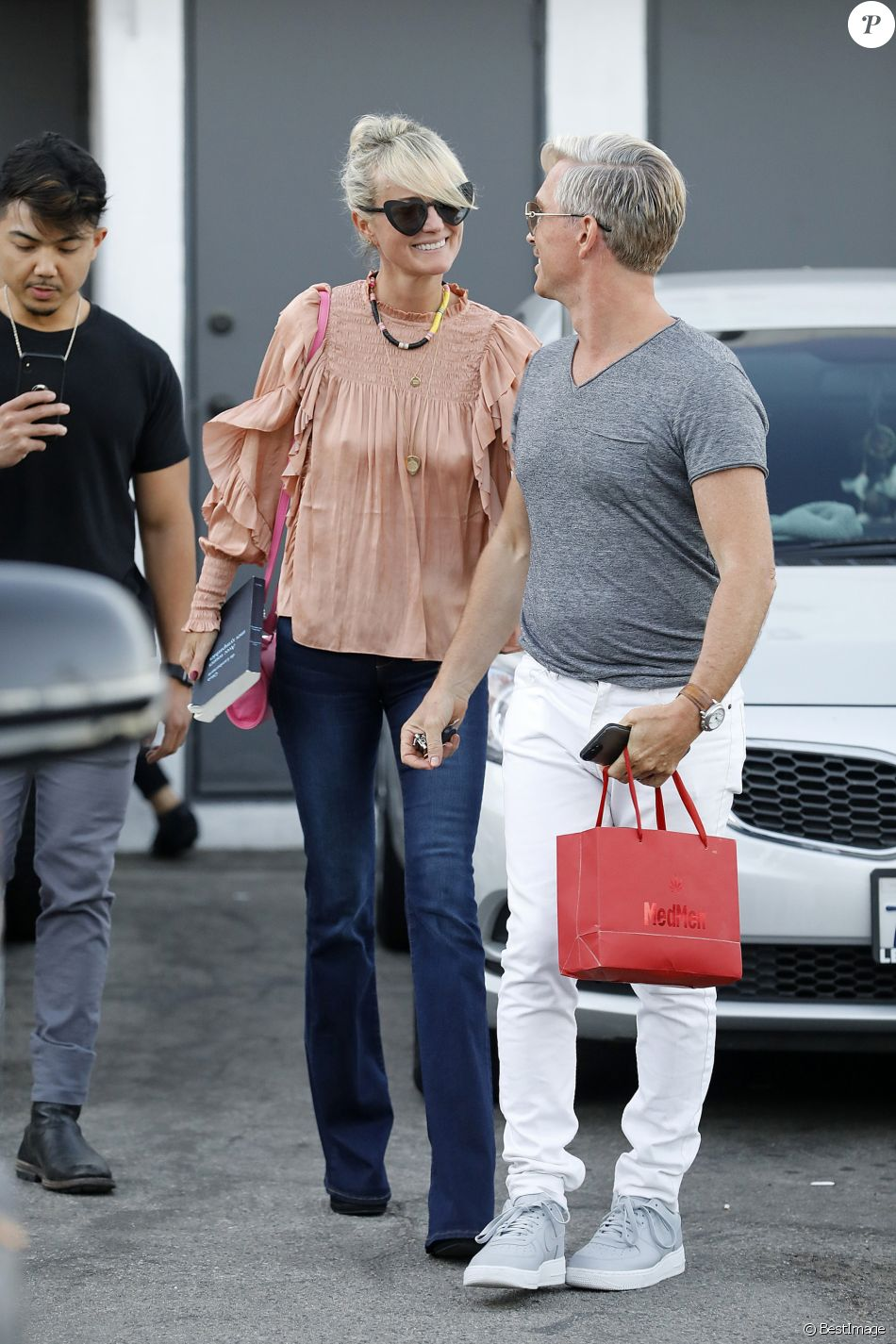Semi-exclusif - Laeticia Hallyday à la sortie de Meche Hair Salon en compagnie de son coiffeur à Beverly Hills, Los Angeles, Californie, Etats-Unis, le 14 septembre 2018.