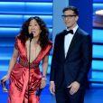 Sandra Oh et Andy Samberg remettent un prix aux 70e Primetime Emmy Awards à Los Angeles, le 17 septembre 2018.
