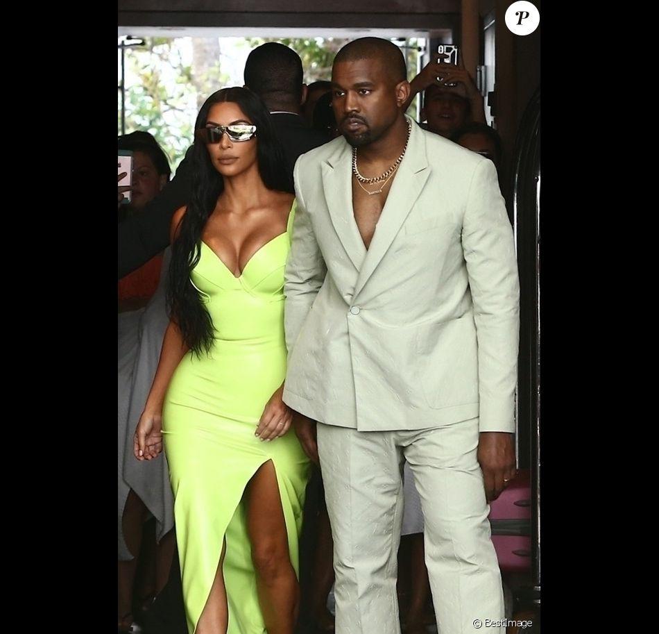 Kim Kardashian et son mari Kanye West arrivent à un mariage privé qui a lieu dans la maison de Versace à Miami le 18 août 2018.