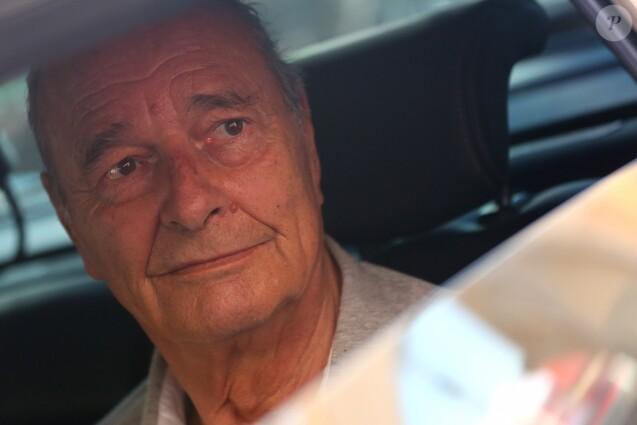 Jacques Chirac dans sa voiture à Saint-Tropez le 6 août 2012.