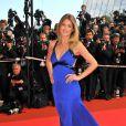 Doutzen Kroes portait une robe bleu roi Roberto Cavalli lors du Festival de Cannes 2008