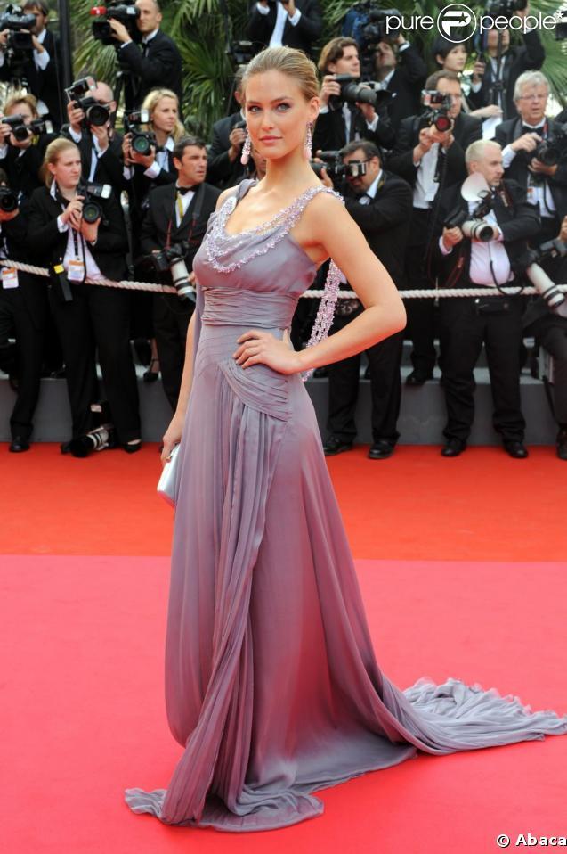 Le top Bar Refaeli au Festival de Cannes 2008 dans une splendide robe à 700 000 dollars, créée par Alberta Ferretti en collaboration avec Chopard ! Du grand art !