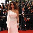 La belle italo-tunisienne, Afef Jnifen, dans une longue robe blanche asymétrique lors du Festival de Cannes 2008