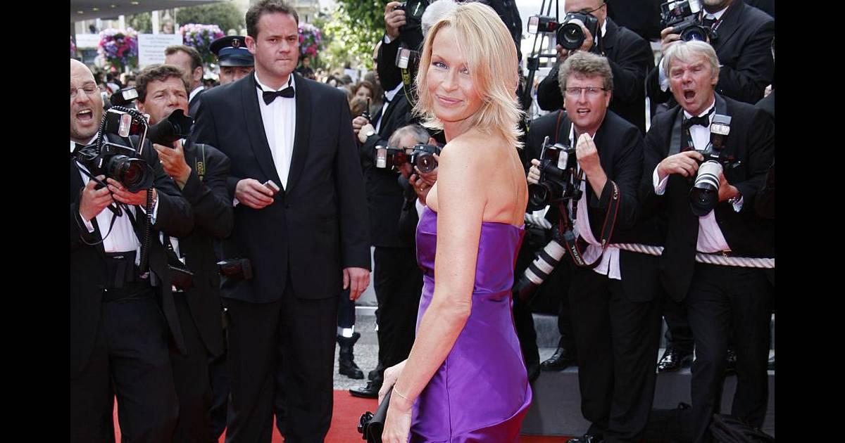Robe violette ralph lauren pour estelle lef bure for Robes blanches simples pour le mariage de palais de justice