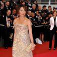 Michelle Yeoh, l'une des égéries L'Oréal, ultra ravissante dans sa robe à sequins dorés Elie Saab ! Cannes 2008