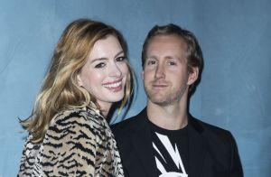 Anne Hathaway, Aaron Taylor-Johnson : Amoureux à la Fashion Week de Paris