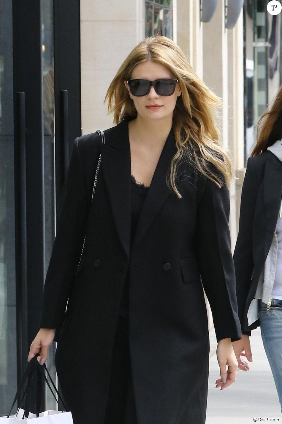 d7c41eaf314 Exclusif - Mischa Barton fait du shopping chez  quot Sandro quot  à Beverly  Hills.