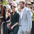 Le prince Harry et Meghan Markle sont accueillis par des enfants lors de leur visite au Brighton Pavilion à Brighton le 3 octobre 2018.