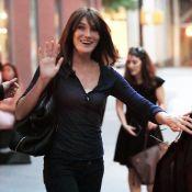 Carla Bruni-Sarkozy : Sa fille Giulia à la plage, profite de l'été indien