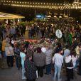 Illustration des hommages à Charles Aznavour à Erevan en Arménie, le 5 octobre 2018. Des milliers de personnes sont venues déposer des fleurs et allumer des bougies sur la place Charles Aznavour vers 21h en la mémoire du chanteur décédé. Après avoir allumé les bougies, une marche silencieuse a été organisée jusqu'au Musée Charles Aznavour. © Grigor Yepremyan / Bestimage