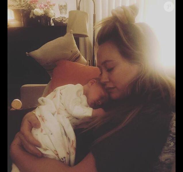 Hilary Duff pose avec sa fille Banks Violet, sur Instagram. Novembre 2018