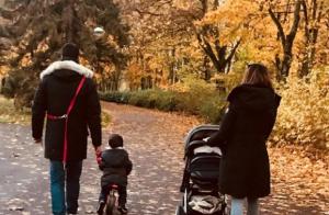 Karine Ferri poste une rare photo de famille après le scandale des photos volées