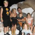Tori Spelling et son mari Dean McDermott sont allés visiter le village de SmallFoot Yeti avec leurs enfants Stella, Liam, Hattie, Finn et Beau à Hollywood, le 14 septembre 2018.