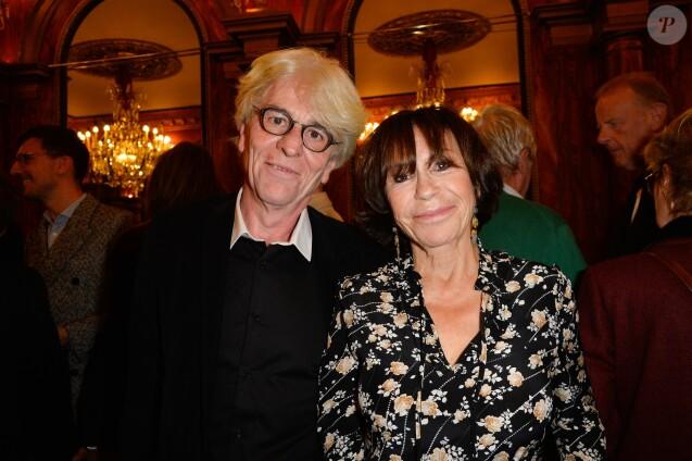 """Danièle Evenou et son compagnon Jean-Pierre Baiesi - Générale de la pièce """"A droite, à gauche"""" au Théâtre des Variétés à Paris le 12 octobre 2016. © Coadic Guirec/Bestimage"""