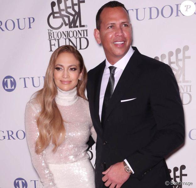 Jennifer Lopez et son compagnon Alex Rodriguez lors du 33ème dîner annuel des grandes légendes du sport au profit du Buoniconti Fund to Cure Paralysis à New York City, New York, Etats-Unis, le 24 septembre 2018.