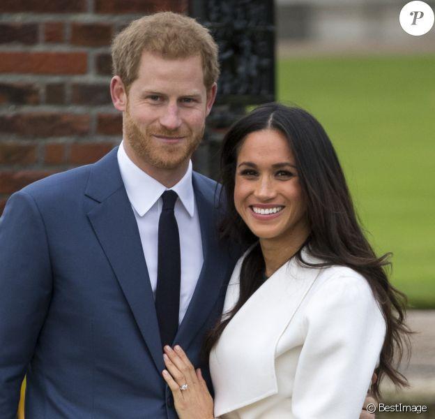Meghan Markle et le prince Harry lors de l'annonce de leurs fiançailles et de leur mariage le 27 novembre 2017 au palais de Kensington.