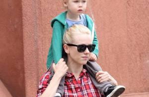Naomi Watts ne se sépare plus de son fils... et de sa chemise adorée !