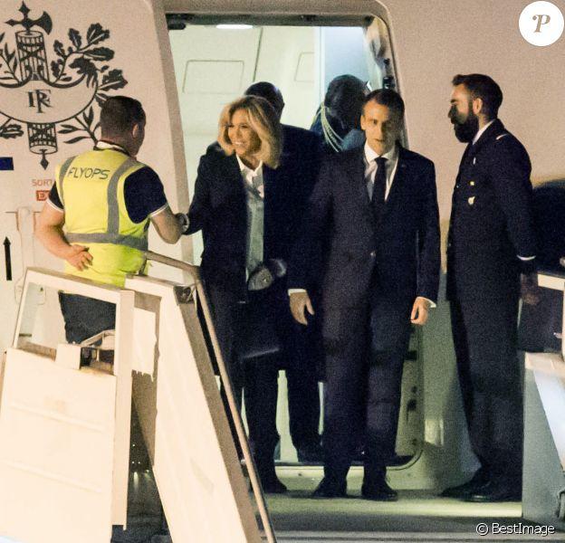 Le président de la République Emmanuel Macron et sa femme la première dame Brigitte Macron arrivent à l'aéroport international d'Ezeiza à Buenos Aires, Argentine, le 28 novembre 2018, pour une visite officielle avant de participer au G20. © Stéphane Lemouton/Bestimage