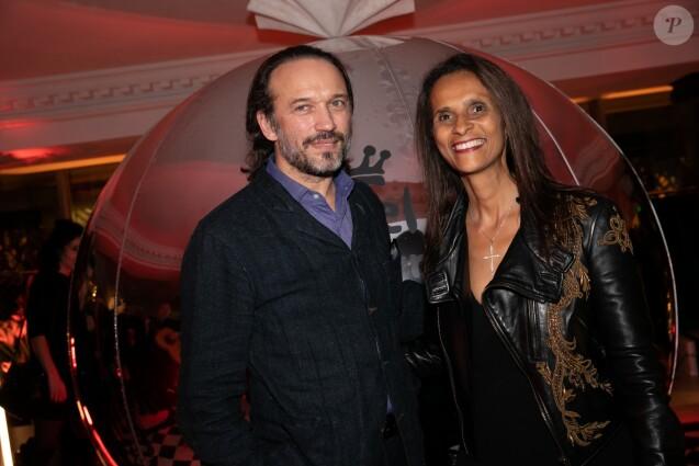 Exclusif - Vincent Perez et sa femme Karine Silla lors de l'inauguration de l'hôtel de Berri à Paris le 28 novembre 2018. © Romuald Meigneux / Bestimage